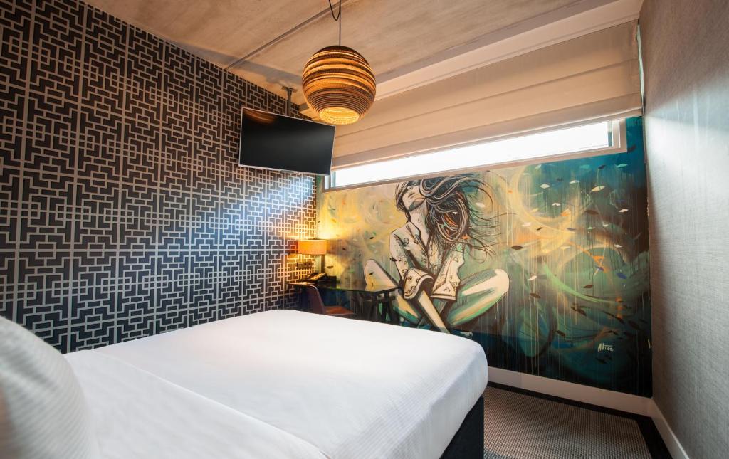 Amsterdam Street Art Queen Guest Room