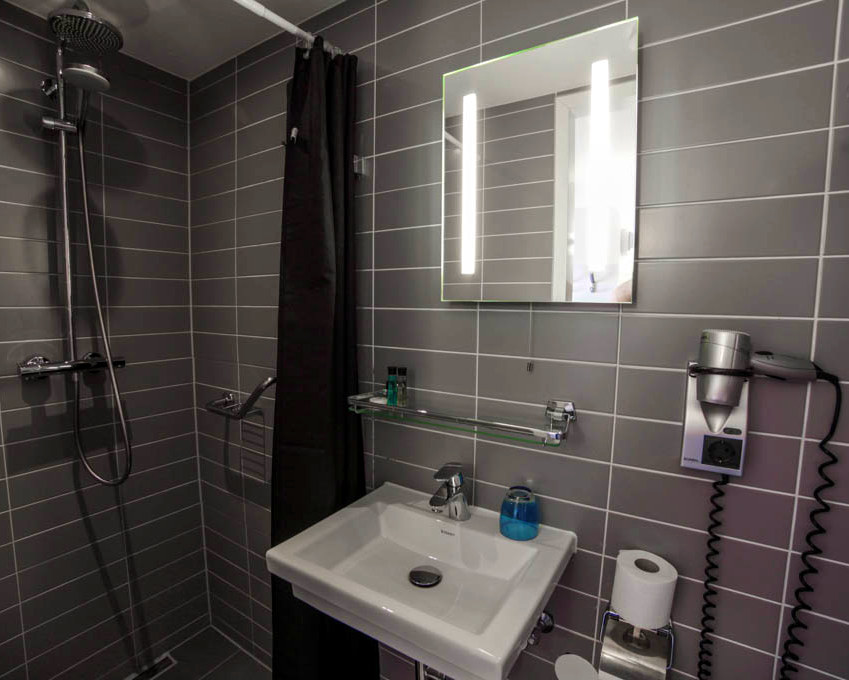 Single Room with canal view - Bathroom