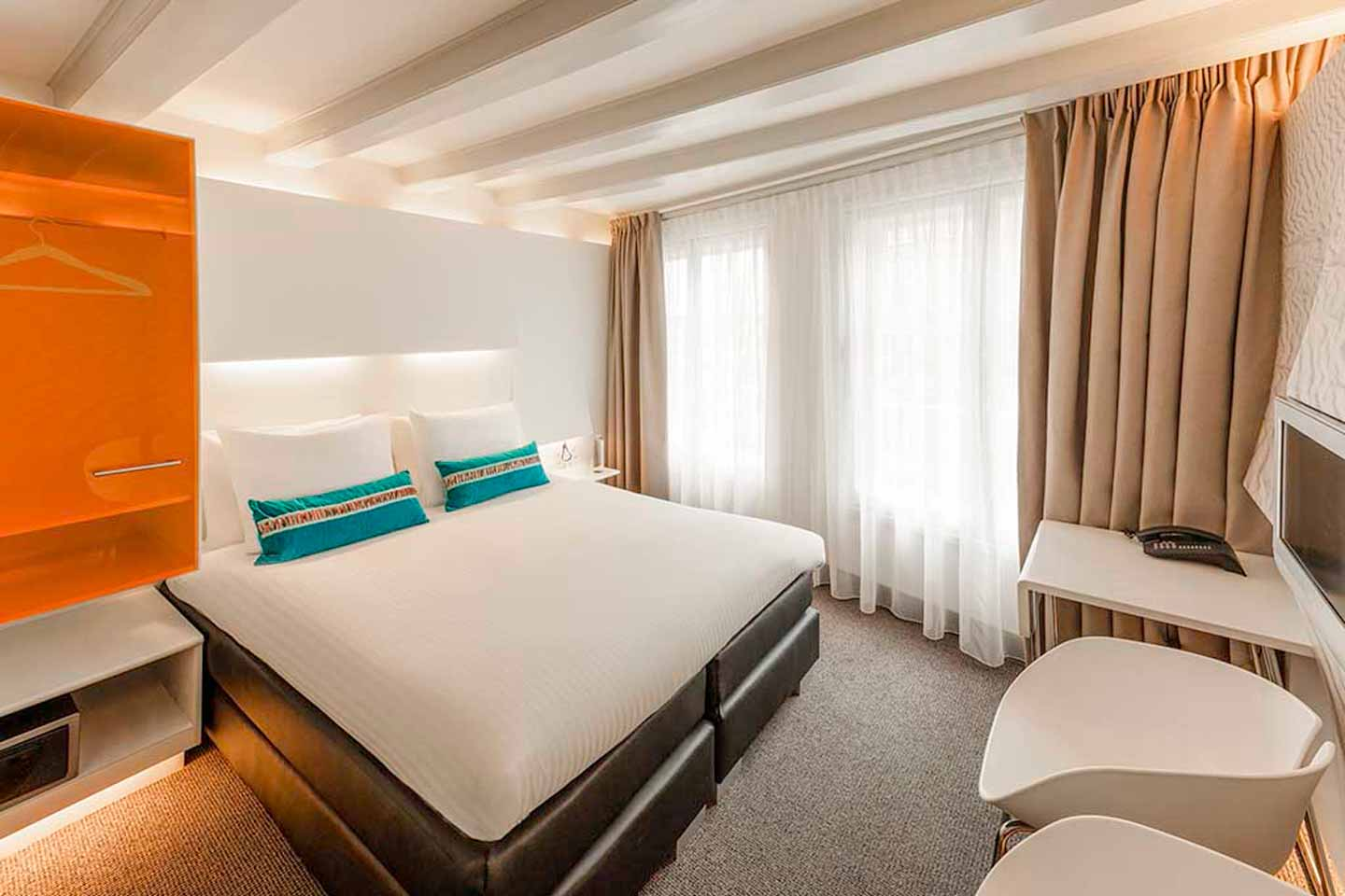 ibis-styles-amsterdam-central-station-hotel