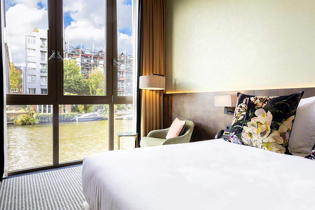 Superior Double Room with sofa bed with canal view